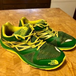 Men's size 8.5 North Face running shoes